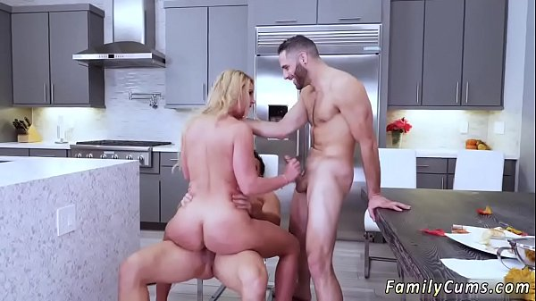 Daughter, Pregnant fuck, Mom fucks, On phone, Mom and daughter